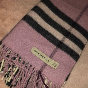 Pink Burberry scarf🧣💖